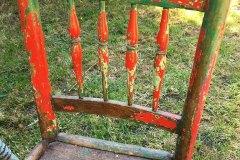 chaise-rouge-et-verte-details-dossier